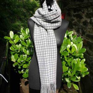 Pin wheel scarf
